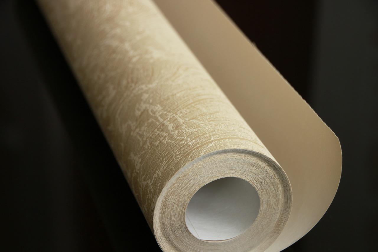 Quel matériel pour poser du papier peint ?